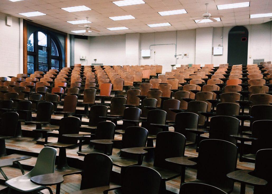 Classroom-2093745_1920-1030X735