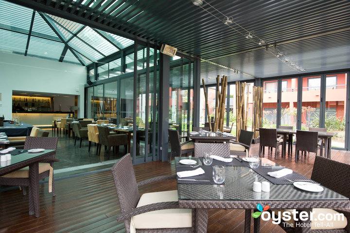 Glass-Terrace-Restaurant-V2362795-720